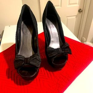 Black satin like open toe bow heals